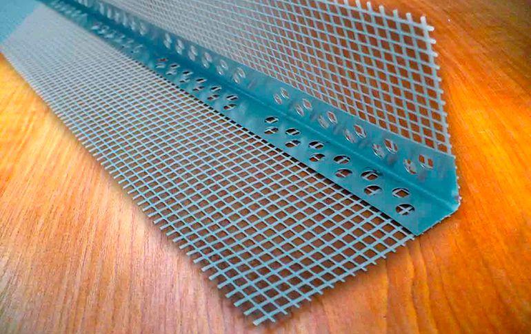 Выравнивание угла стены с помощью уголка
