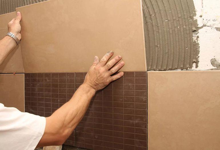 Оштукатуривание стены в ванной для укладки плитки