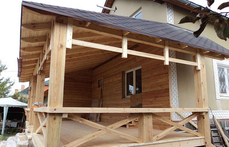 Как правильно пристроить крышу веранды к дому своими руками