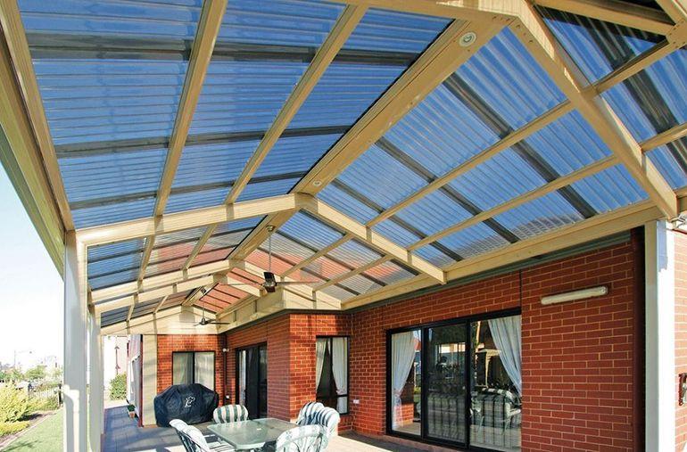 Какие бывают материалы для крыши веранды